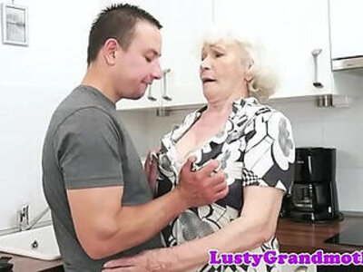 Seducing granny screwed in her hairypussy | -cum in mouth-granny-hairy-