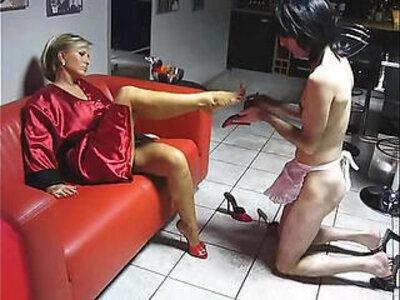 Lady Barbara Sexy Legs   -femdom-lady-legs-sexy-