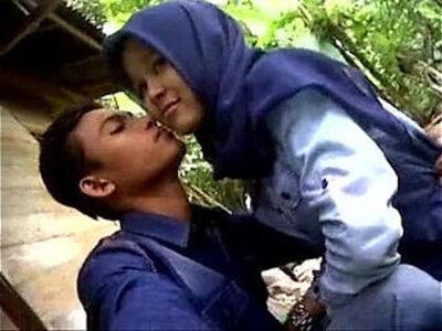 malaysia tudung ciuman dan pamer susu   -indonesian-