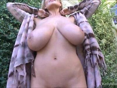 Kelly madisons big tits on full display | -big tits-cougar-