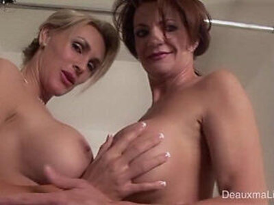 Deauxma Tanya Tate Shower During Live Show! | -shower-