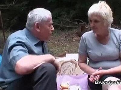 Mature slut piss and gives head   -grandpa-mature-peeing-sluts-