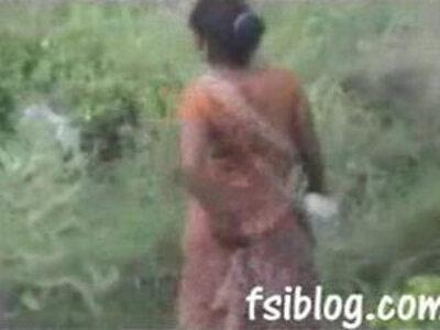 Ragni village girl outdoor peeping   -aunty-girl-outdoor-