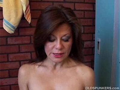 Gorgeous mature amateur has a juicy pussy | -amateur-gorgeous-juicy-mother-