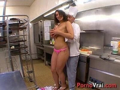 La serveuse beurette baise avec le chef dans son resto !!! French amateur   -french-son-vagina-