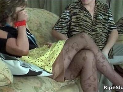 Slutty mature brunette sucks on stiff | -brunette-mom-slutty-