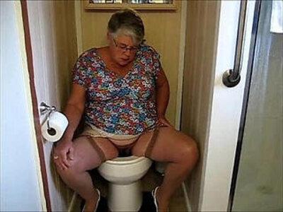 MAMIE PISSE | -toilet-